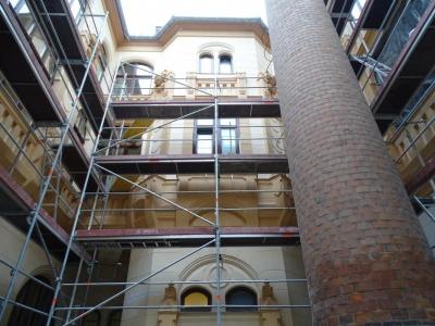 Újpest, Városháza (Belső udvar homlokzatfelújítás)